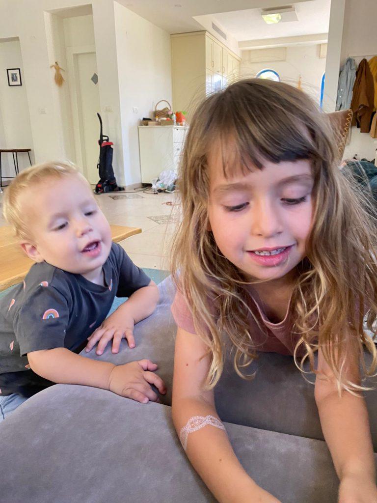 """אוליבר ז""""ל ואחותו אביגיל"""