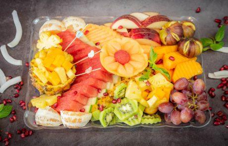הקינוח המושלם לארוחת החג, מגשי פירות חתוכים מובחרים