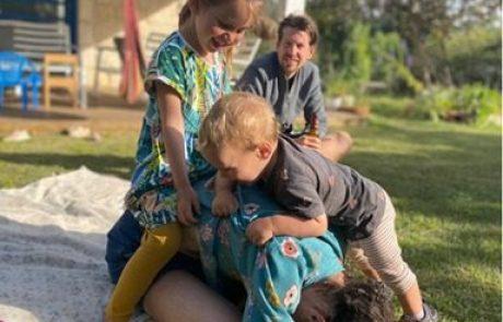 עוזרים למשפחת קלרק למצוא דירה ברעננה