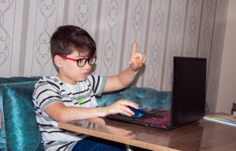מאות מחשבים לתלמידות ותלמידים מכפר סבא